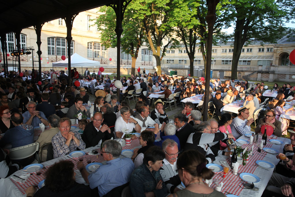 Ambiance du cabaret - Photo de la mairie de Vanves